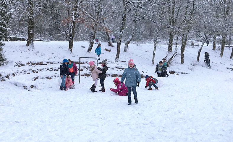 Pausenspiele im Schnee