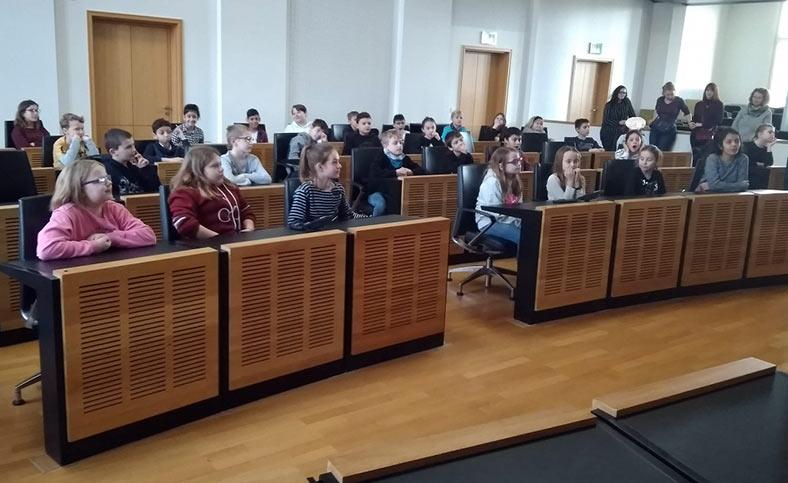 Besuch der vierten Klassen im Landtag des Saarlandes